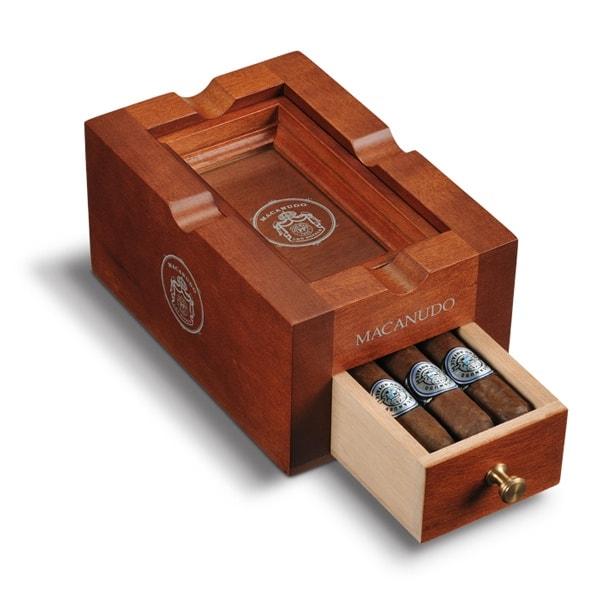 macanudo-cru-royale-ashtray-w-6-cigars-prod-shot_1.jpg