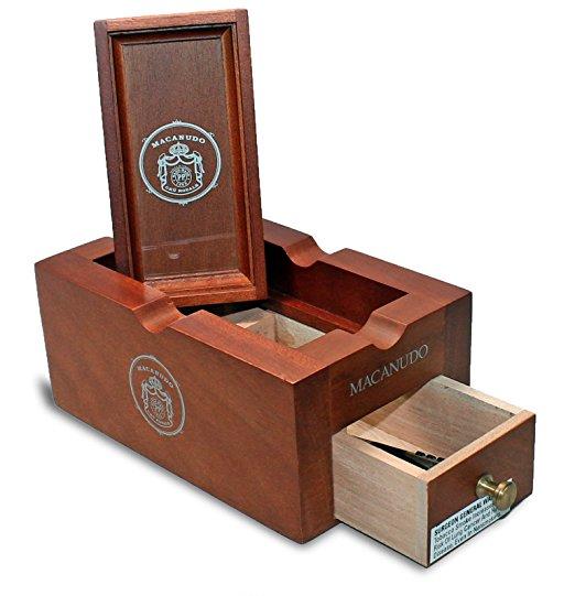 macanudo-cru-royale-ashtray-w-6-cigars-prod-shot_2.jpg