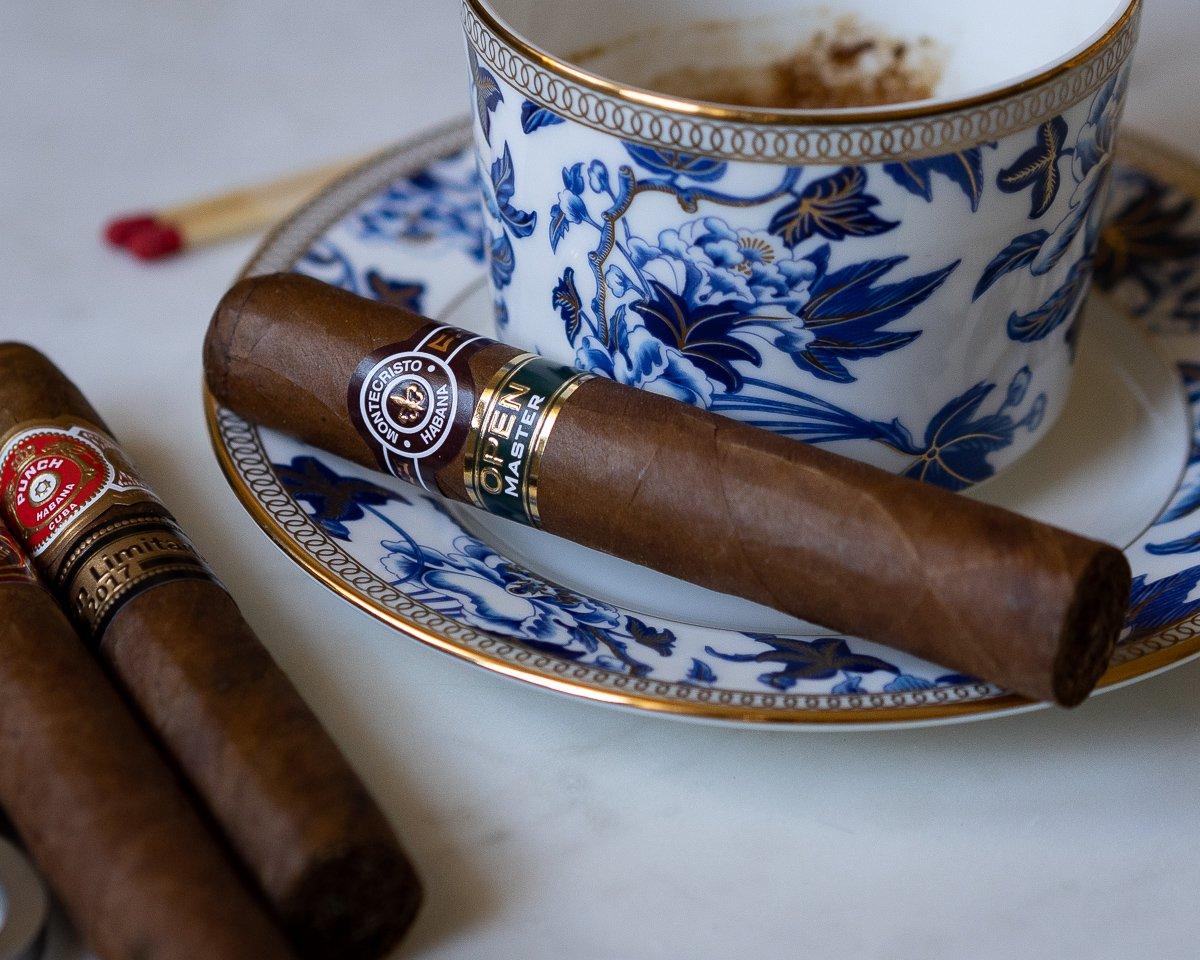 montecristo_open_master_szivarozas_a_szivarklubban_cigarmonkeys_com_cigar_life_14.jpg