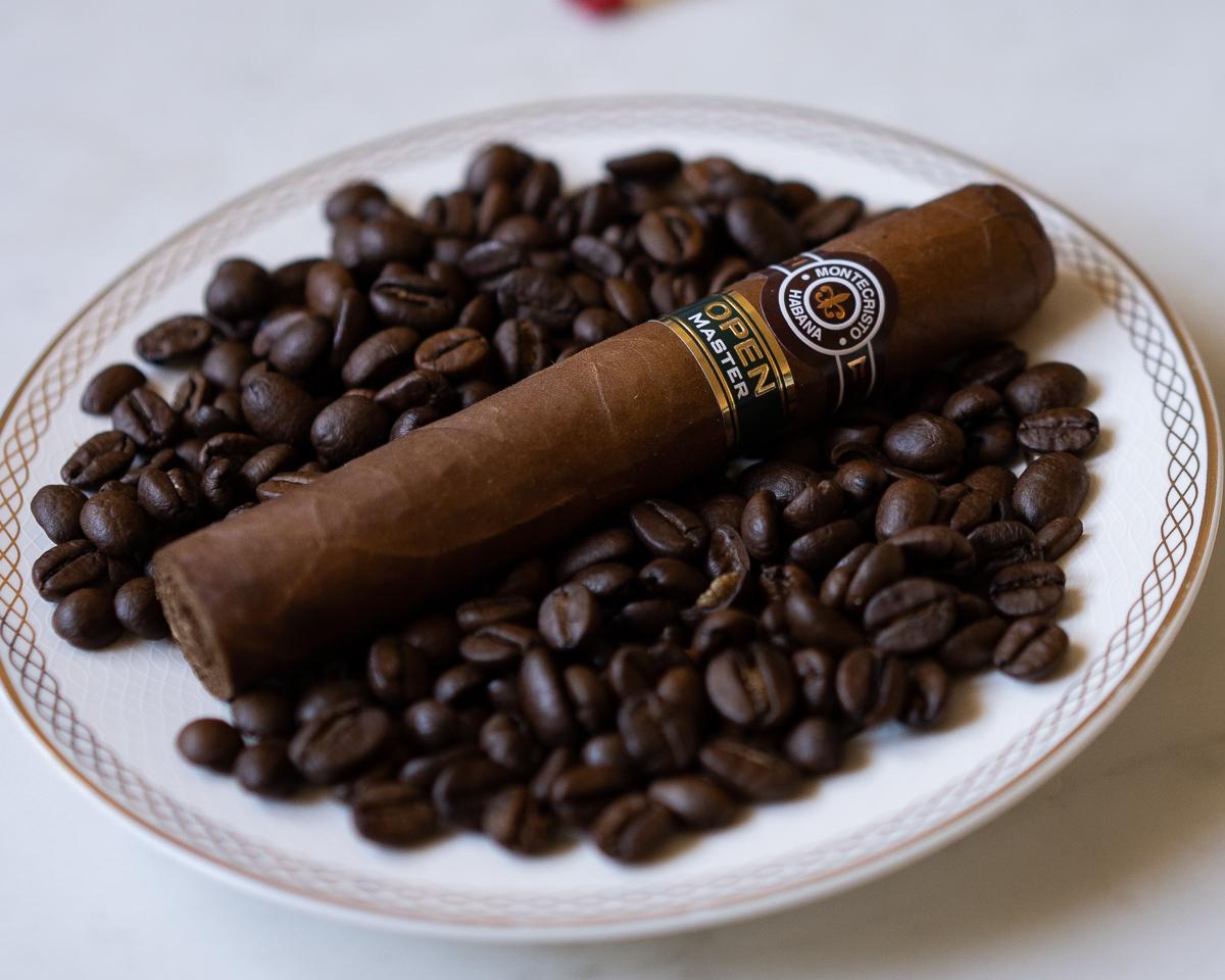 montecristo_open_master_szivarozas_a_szivarklubban_cigarmonkeys_com_cigar_life_15.jpg