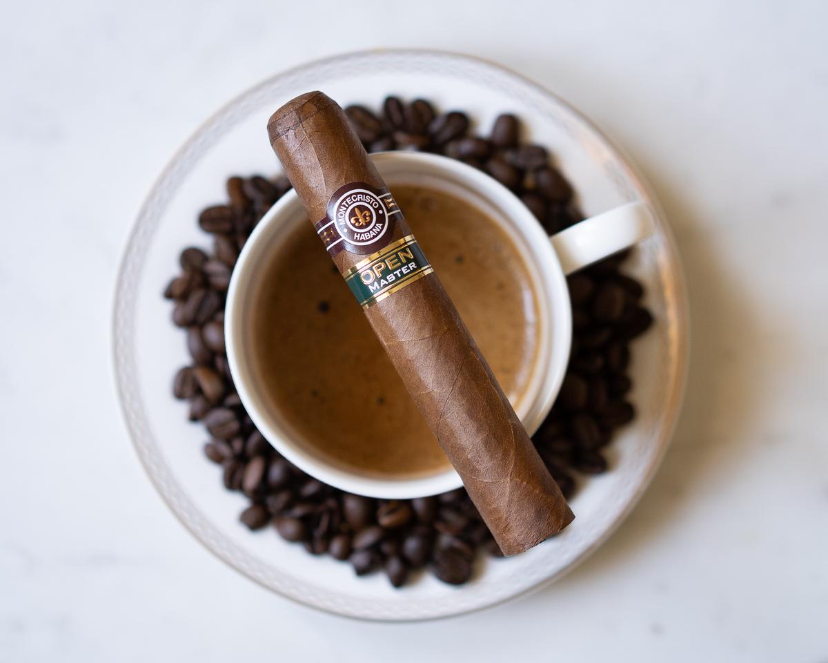 montecristo_open_master_szivarozas_a_szivarklubban_cigarmonkeys_com_cigar_life_8.jpg