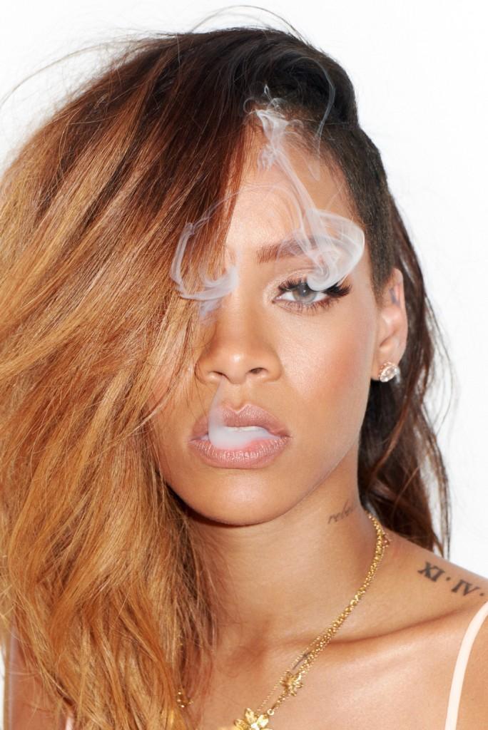 rihanna_smoking_cigar_nude_sex_10.jpg