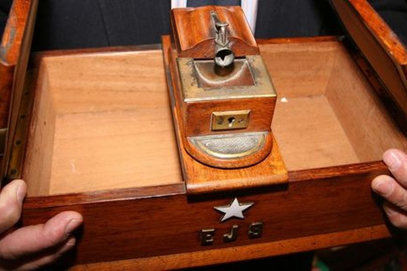 titanic_captain_edward_smith_s_cigar_box_sells_for_25_000_at_liverpool_auction_2013.jpg