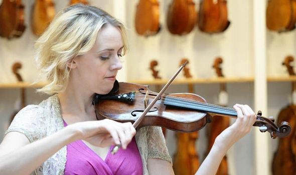 violin_made_from_winston_churchill_s_cigar_box_2.jpg