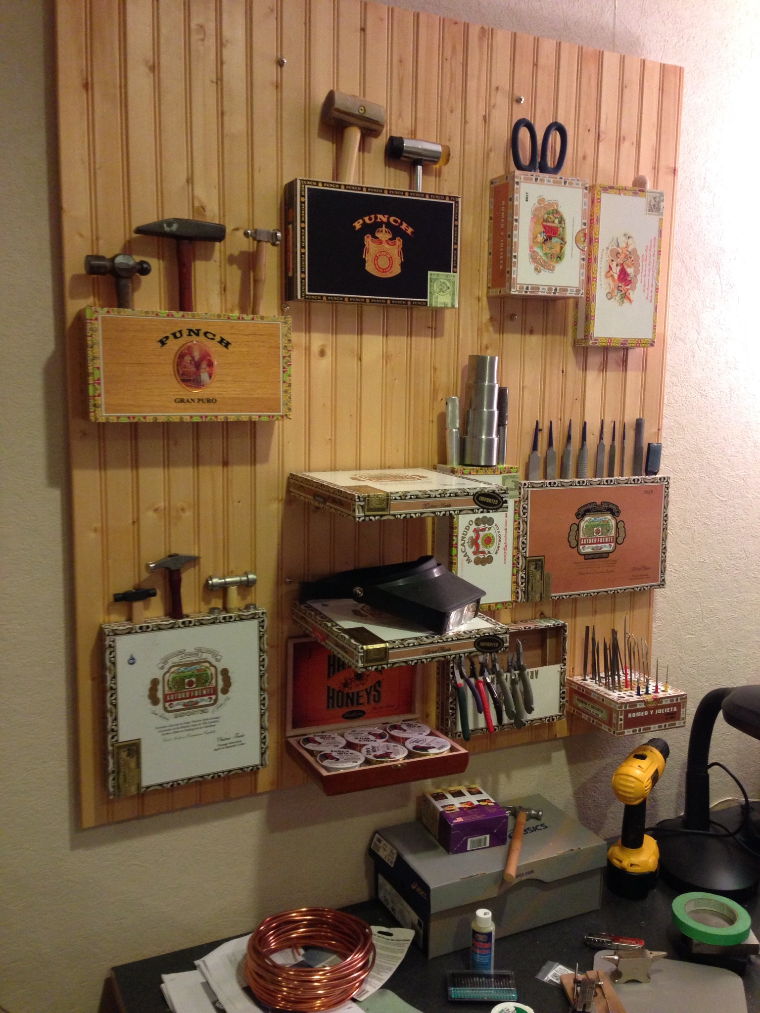 wall_decor_from_cigar_boxes_cigarmonkeys_2.jpg