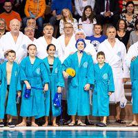 Olimpiai bajnok vízilabdás nagypapák az unokákkal meccseltek