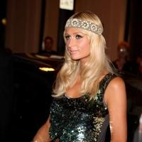 Miért ment korán aludni Paris Hilton?