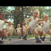 Csecsemők rappelnek az Eviannak