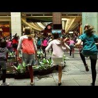 Gyerekek flashmoboztak egy plázában