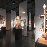 Piotr Bożyk: Kinetikus szobrok. Kiállítás a Ponton Galériában
