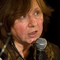 Szvetlana Alekszijevics belorusz írónő, újságíró, riporter kapta a Frankfurti Könyvvásár Békedíját