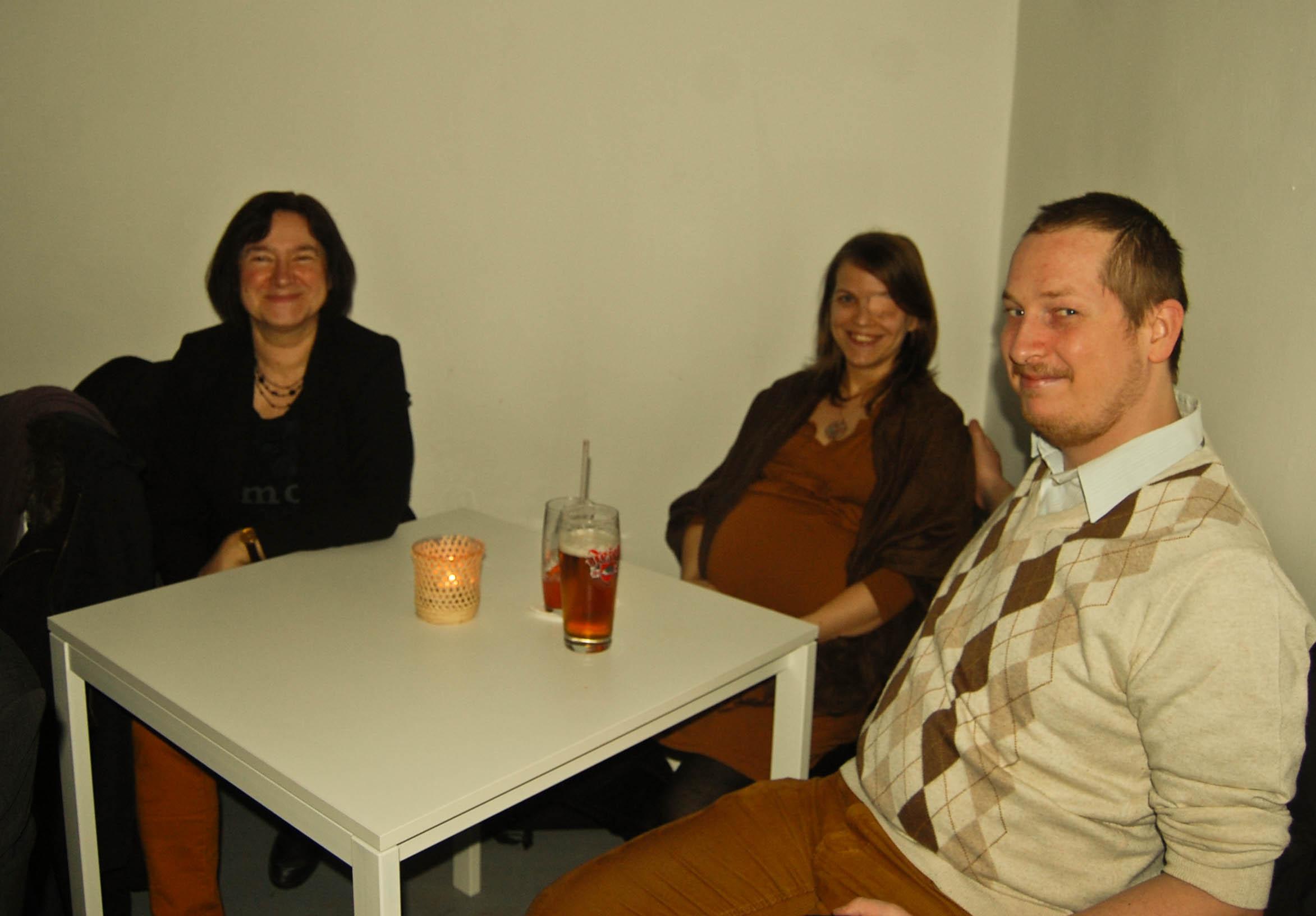 Szerkesztőségünk két tagja és Reiman Judit műfordító