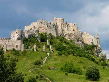 e43532923b A várak építése elsősorban a helyiek és az ország védelmét volt hivatott  szolgálni, békeidőkben persze nyüzsgő élet alakult ki mind a váron belül,  ...