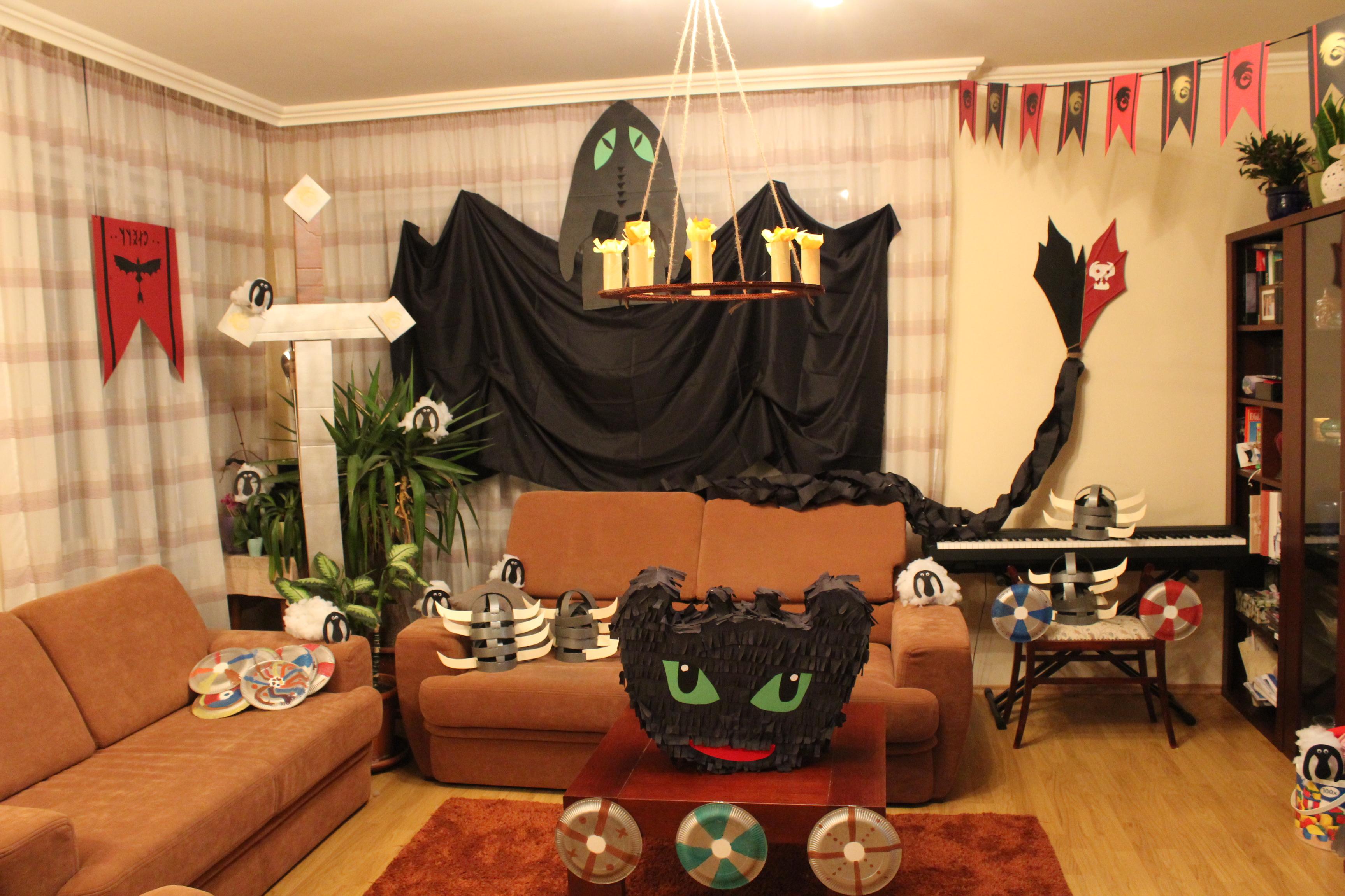 szmk_diy_csinald_magad_do_it_yourself_dekoracio_decoration_igy_neveld_how_to_train_dragon_sarkany_szuletesnapi_birthday_parti_zsur_pineta_girland_fogatlan_hablaty_totthless_buli_party_geek_mozikommuna_8_2.JPG