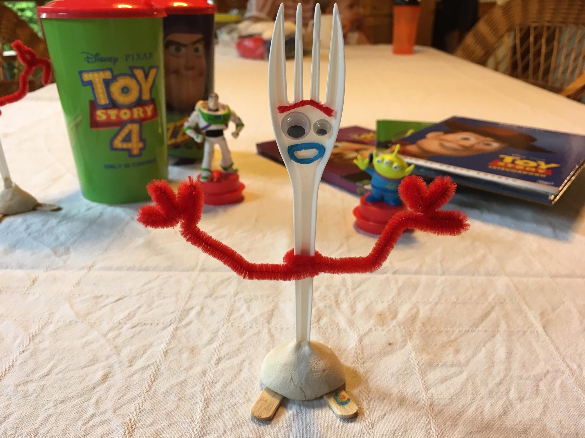 szmk_diy_toy_stroy_4_forky_villi_disney_pixar_woody_buzz_lightyear_jatekhaboru_villa_csinald_magad_barkacs_19.JPG