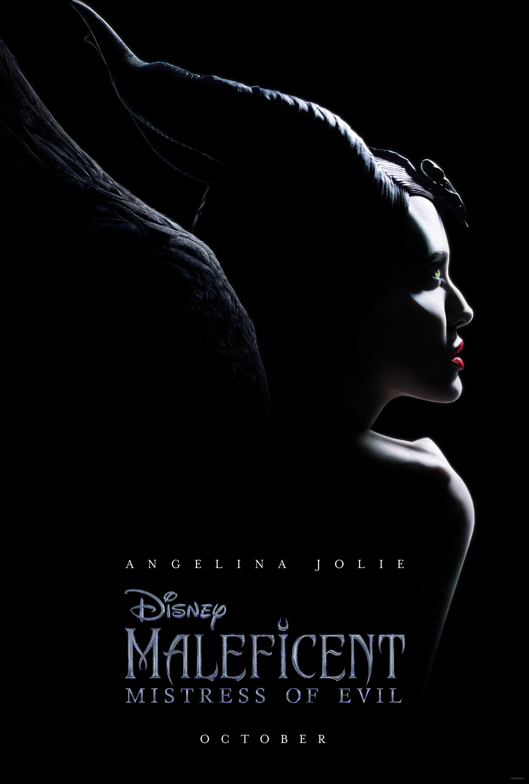 szmk_maleficent_mistress_of_evil_demona_a_sotetseg_urnoje_disney.jpg