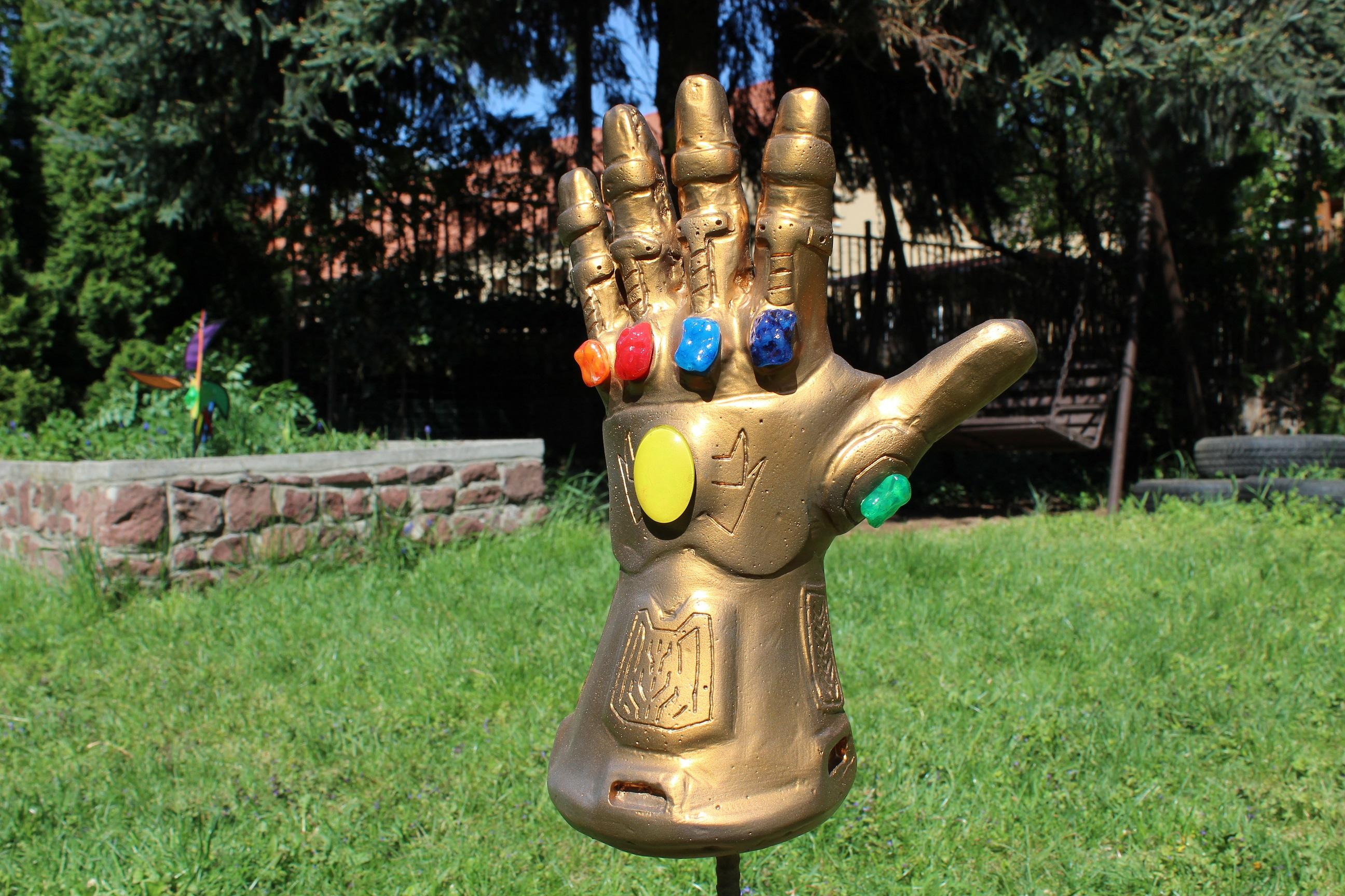 szmk_marvel_avengers_infinity_gauntlet_bosszuallok_vegtelen_kesztyu_csinald_magad_thanos_1.JPG