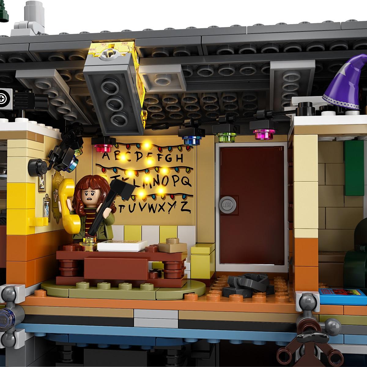 szmk_netflix_stranger_things_lego_upside_down_tothagas_3.jpg