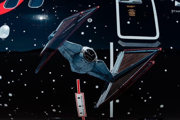 szmk_star_wars_csillagok_haboruja_skywalker_kora_rise_of_the_force_united_airlines_boeing_repulo_kylo_ren_rey_bb8_elso_rend_ellenallas_galaxis_7.jpg