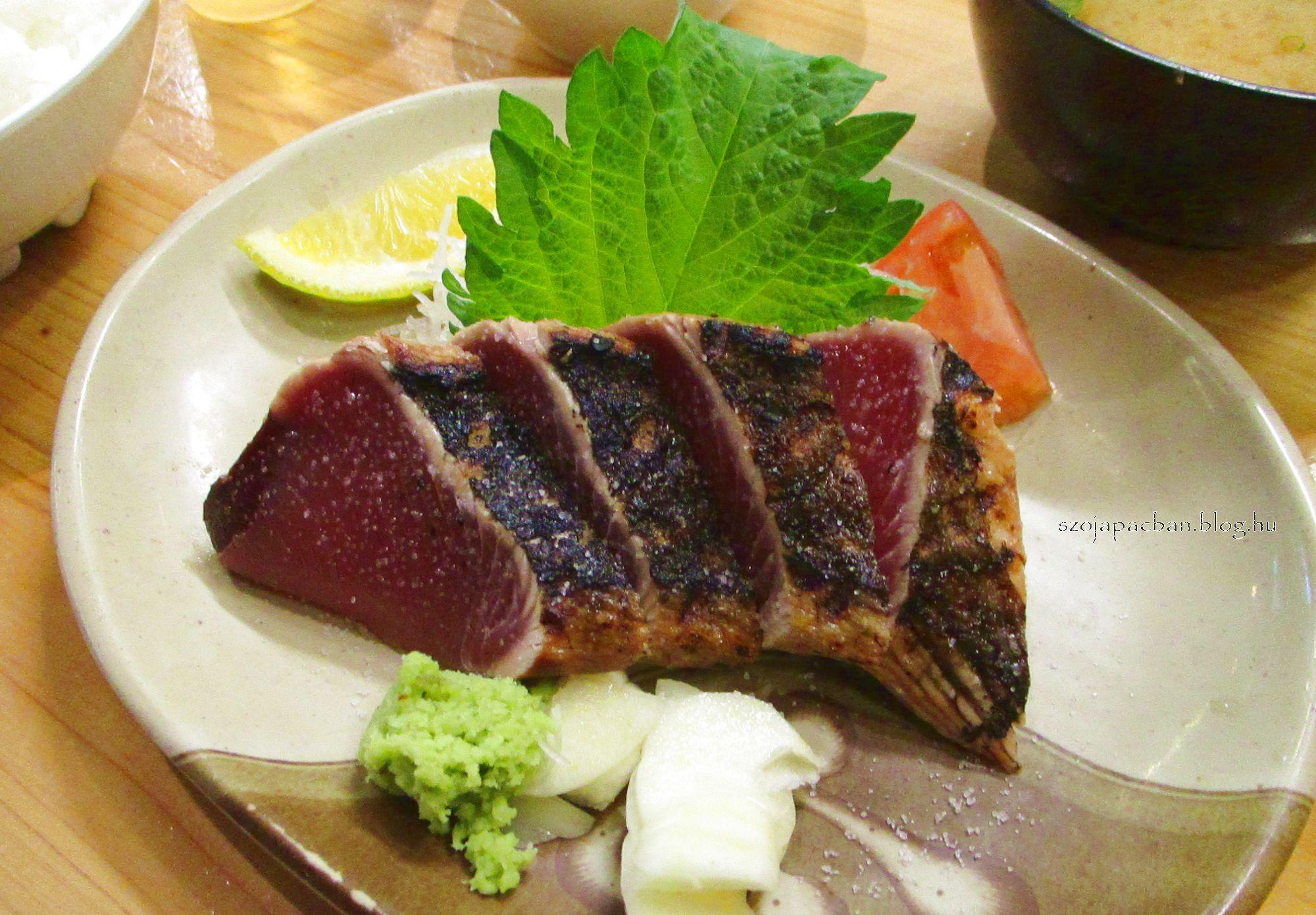 Rizsszalmán pörkölt tonhalsteak