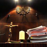 Keresztet a bírósági tárgyalótermek falára!