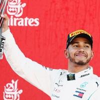Lewis Hamilton: A versenyek előtt mindig elmondok egy imát