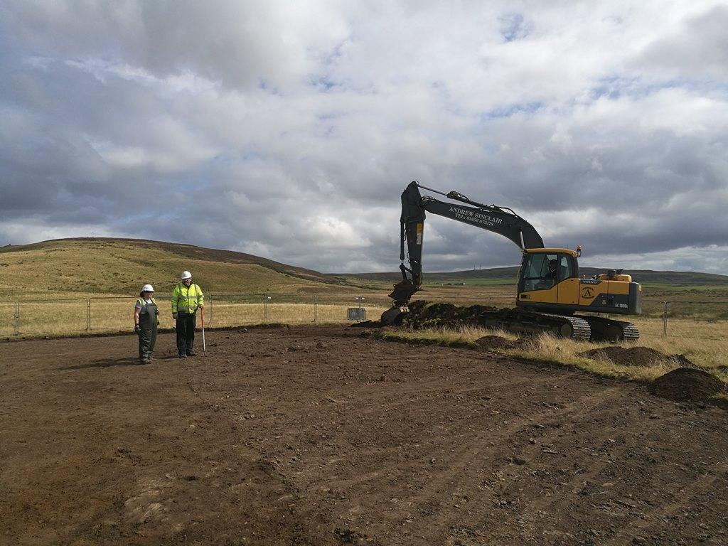 11. kép: Skóciában is megszokott ásatási csendélet: gépi humuszolás
