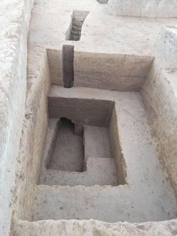 November közepéig tíz sírhely került elő