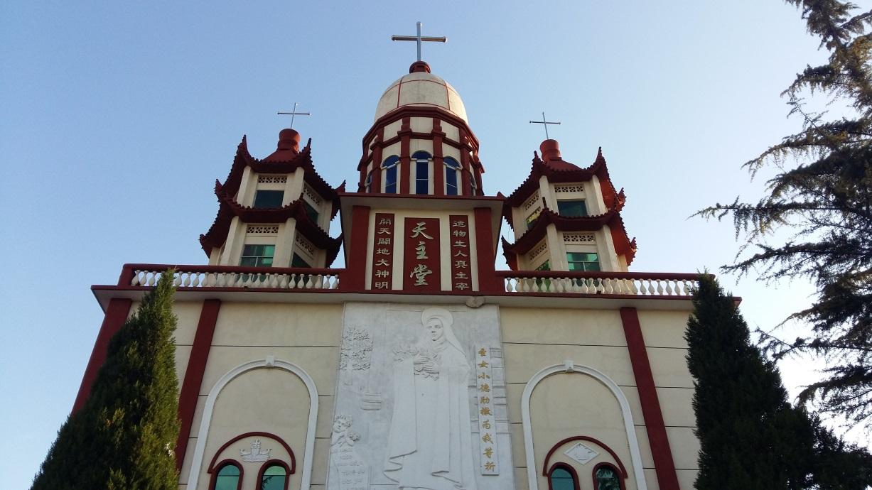 Szállásunk közvetlenül egy kínai keresztény negyed mellett épült, így az itteni kulturális különbségeket is volt alkalmunk szemrevételezni