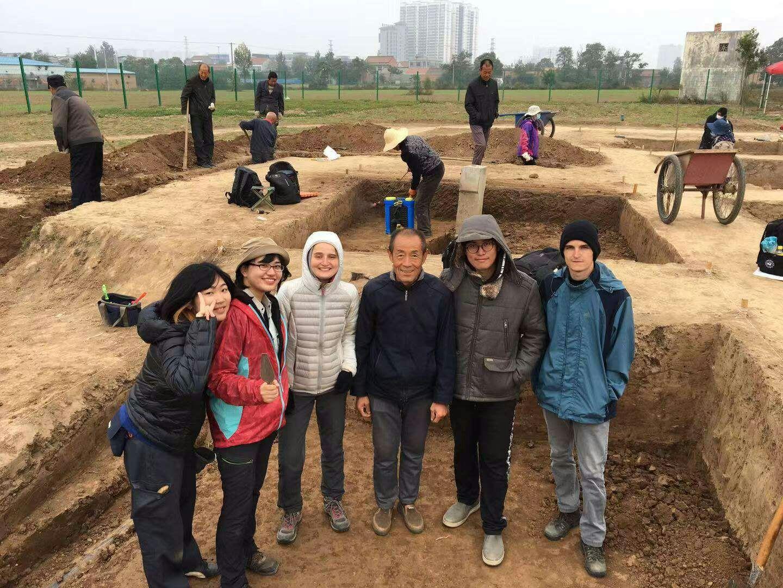 Multikulturális közösség:<br />Az ásatásra Yuriko és Miyuki Japánból, míg John Koreából érkezett. Mi ketten Magyarországot képviseltük – Patrik ráadásul részben szlovák származású.<br />