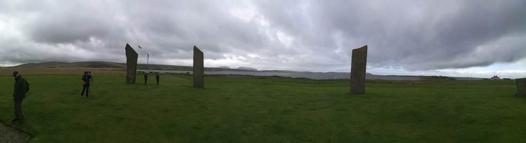 4. kép: Standing Stones of Stennes és a fenyegető esőfelhők.