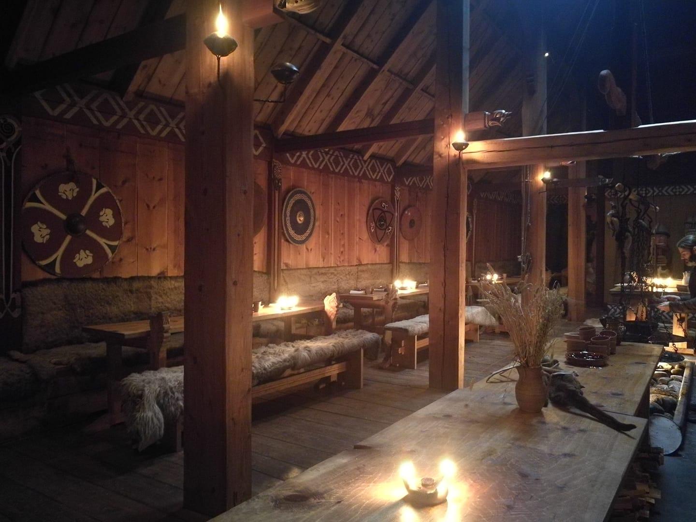 5. kép: Egy viking korabeli 'langhus' vagyis hosszúház rekonstruált belső tere