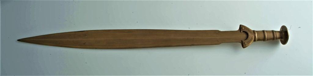 7.Nagyrévről előkerült bronz kard. Fotó: Simon Ferenc