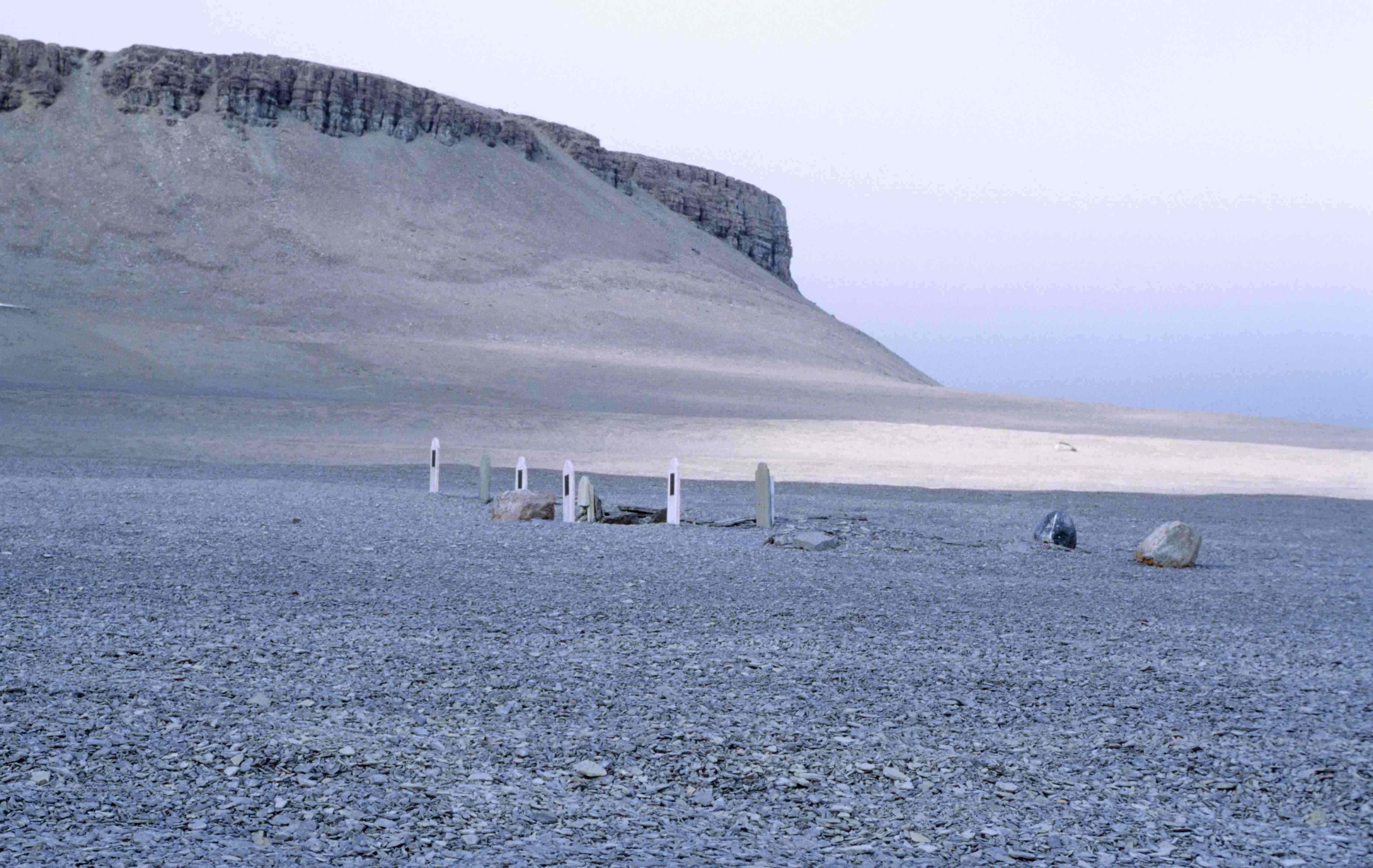 beechey_island_graves_1_1997-08-02.jpg