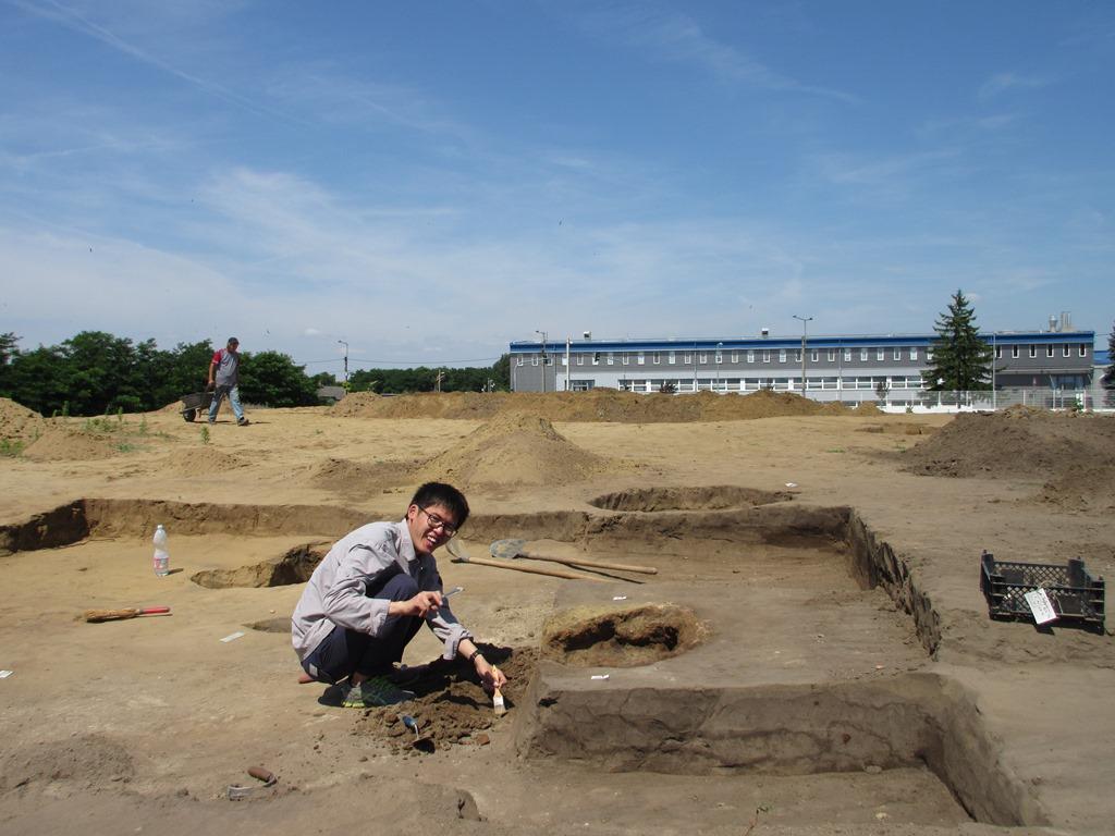 Árpád-kori kemence bontás közben