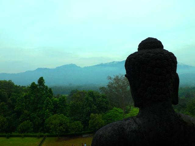 vulkanokat_szemlelo_buddha_borobodur.JPG