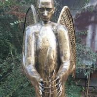 Putyinfejű, medvetestű szobrot készített egy orosz szobrász