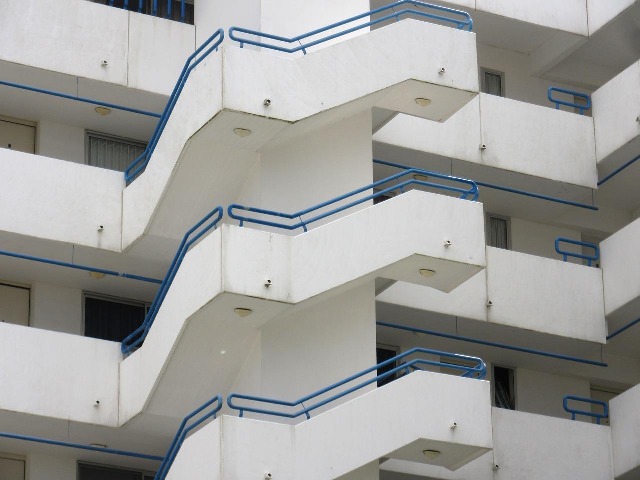 staircase-1154807_1280.jpg