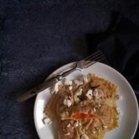 Fűszeres, sütőtökös ravioli kecskesajttal