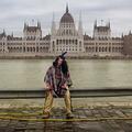 Szomorú indián a Parlament előtt