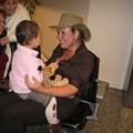 Claudia örömkönnyekben - kislánya is várta a repülőtéren
