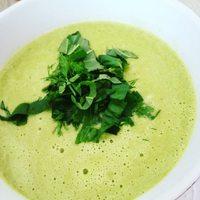 Kapros bazsalikomos újhagymakrémleves ❤  Alapötlet @fuszereslelek1 Minden napra egy leves c.  könyvéből vegánosítva