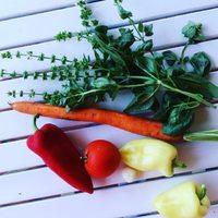 Veggies for the daily salad ☺ Minden napra egy saláta! Ez lesz a mai adag. És mától ebből rendszert csinálunk