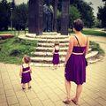 Szobrot nézünk a pipikkel.  Baby-girl-mother dress.  #passzolunk #cukikvagyunk #wedding #motherlove #mygirls #mylittliegirls #adorable