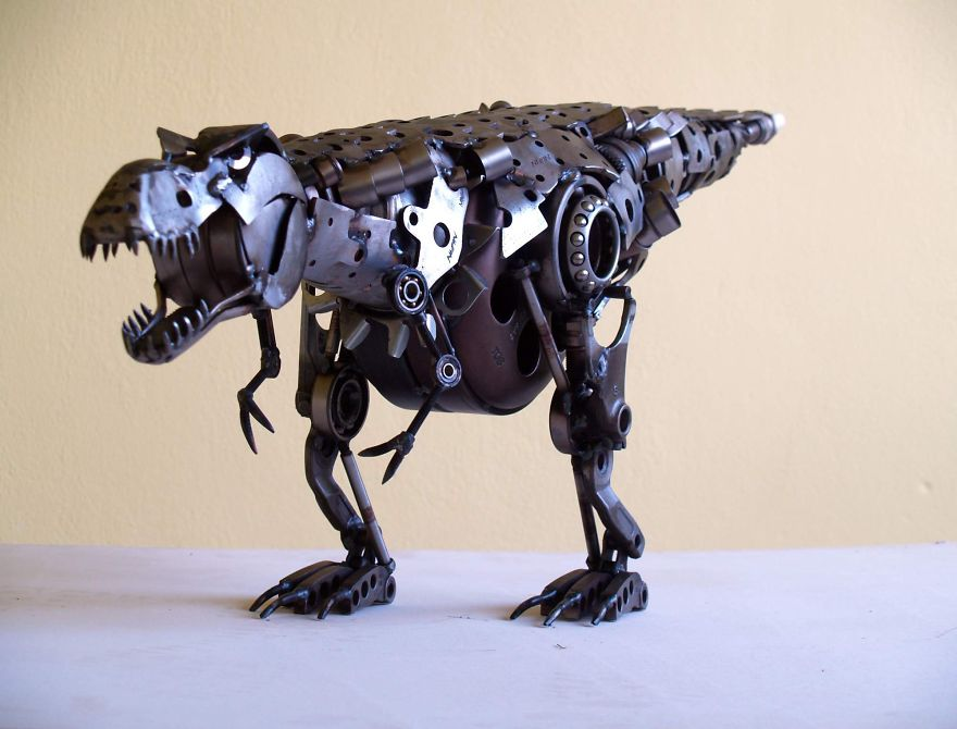 wonderful-sculptures-created-with-recycled-motorbike-parts-14_880.jpg
