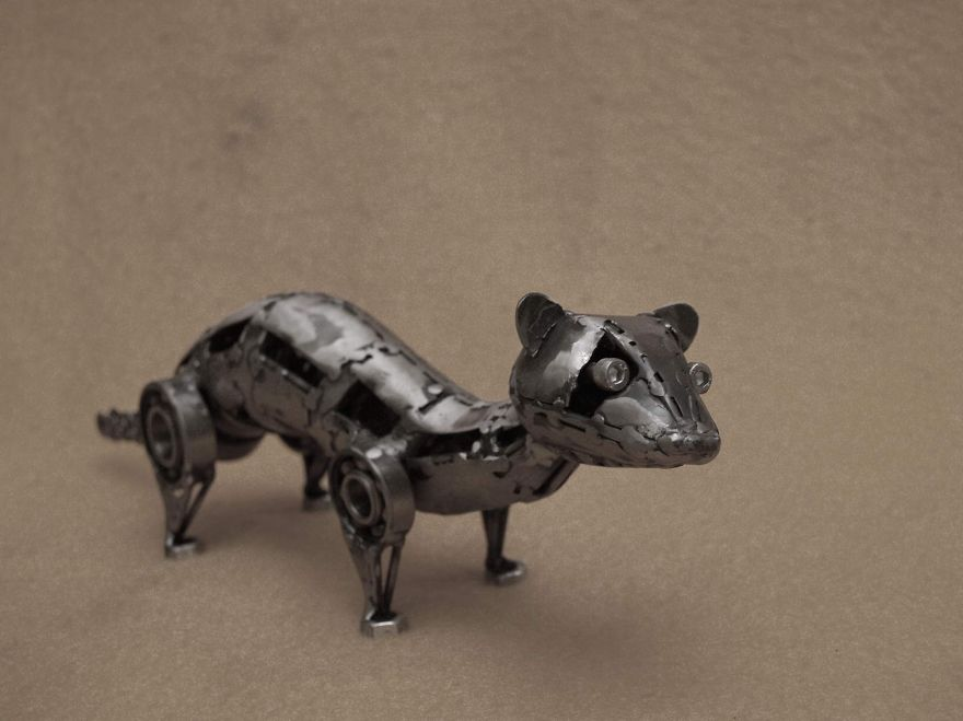 wonderful-sculptures-created-with-recycled-motorbike-parts-19_880.jpg
