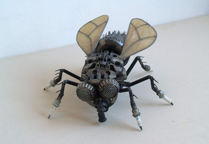 wonderful-sculptures-created-with-recycled-motorbike-parts-2_880.jpg