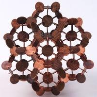 Geometriai szobrok pénzérmékből