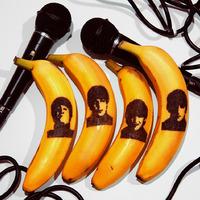 Banánhéjra karcolt arcok