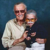 A Stan Leenek öltözött kislány